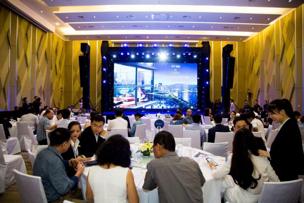 Quay phim chiếu trực tiếp lên màn hình Led Đà Nẵng